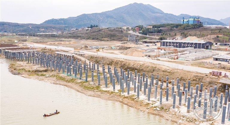 码头工程紧锣密鼓建设中