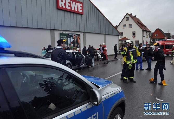 德国一汽车冲入狂欢节人群约30人受伤