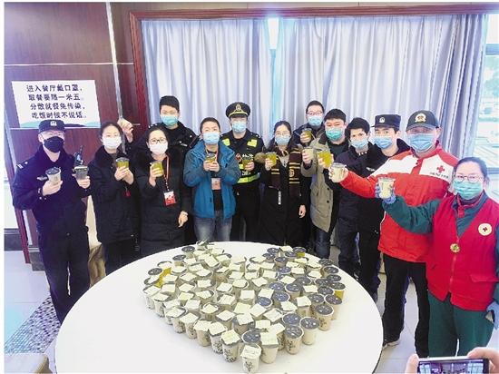 """舟山姑娘發起""""夜宵計劃"""" 深夜""""食堂""""暖胃更暖心"""