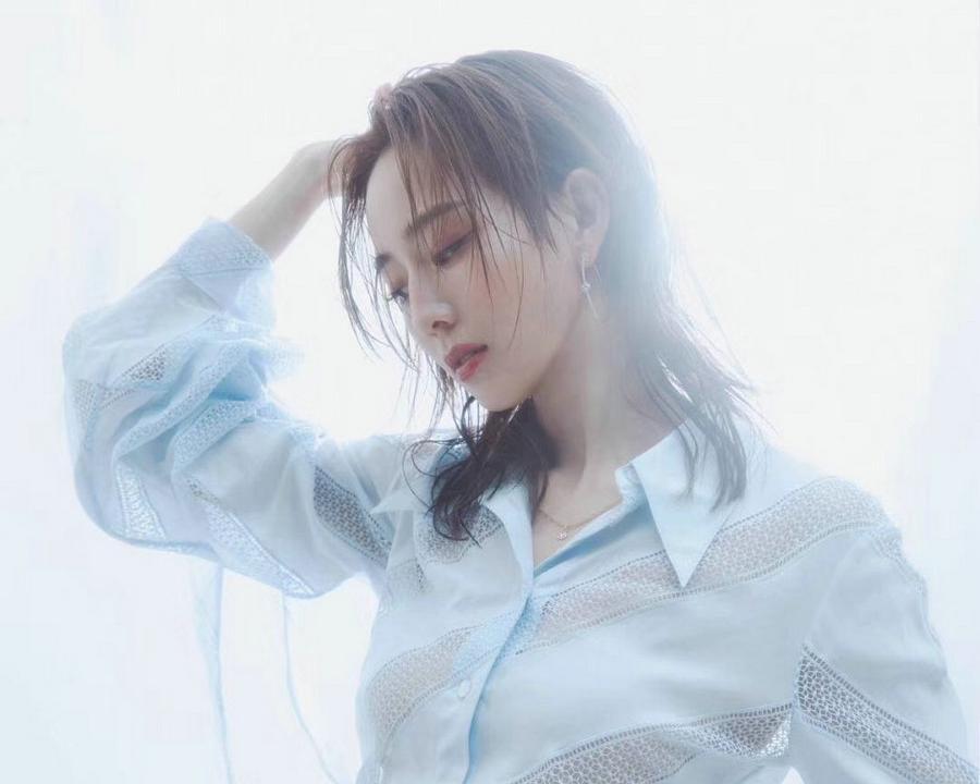 张钧甯杂志大片 清浅纯色释放成熟魅力
