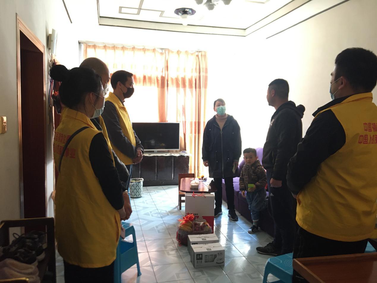 丽水福彩党支部看望支援武汉医护人员家属