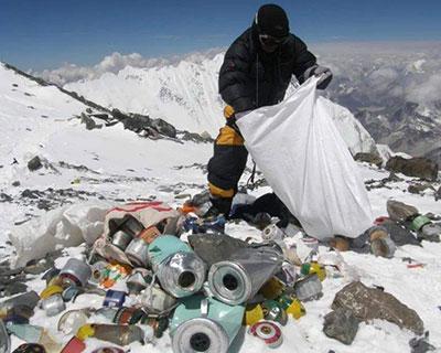 尼泊尔登山界拟转危为机清理珠峰垃圾