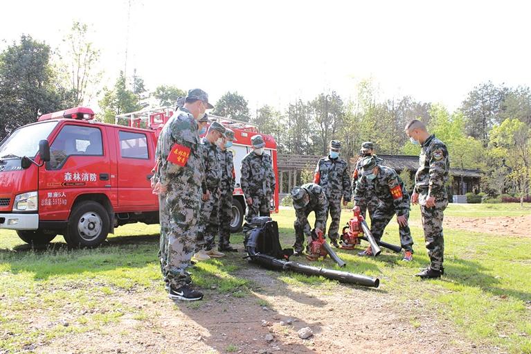 市林业局组织国有林场森林消防队伍开展森林消防演练