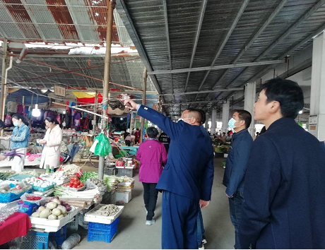 市场监管所检查农贸市场安全生产工作