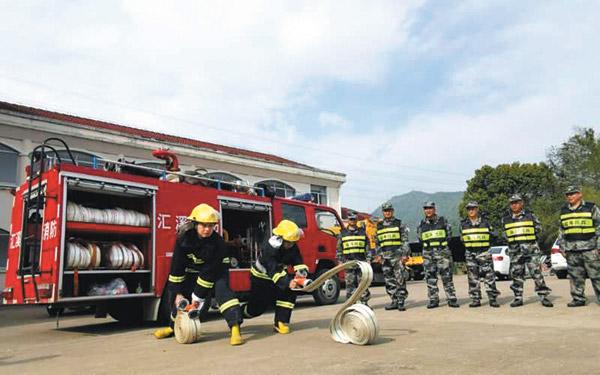汇溪镇武装部组织进行森林防灭火知识学习和技能培训