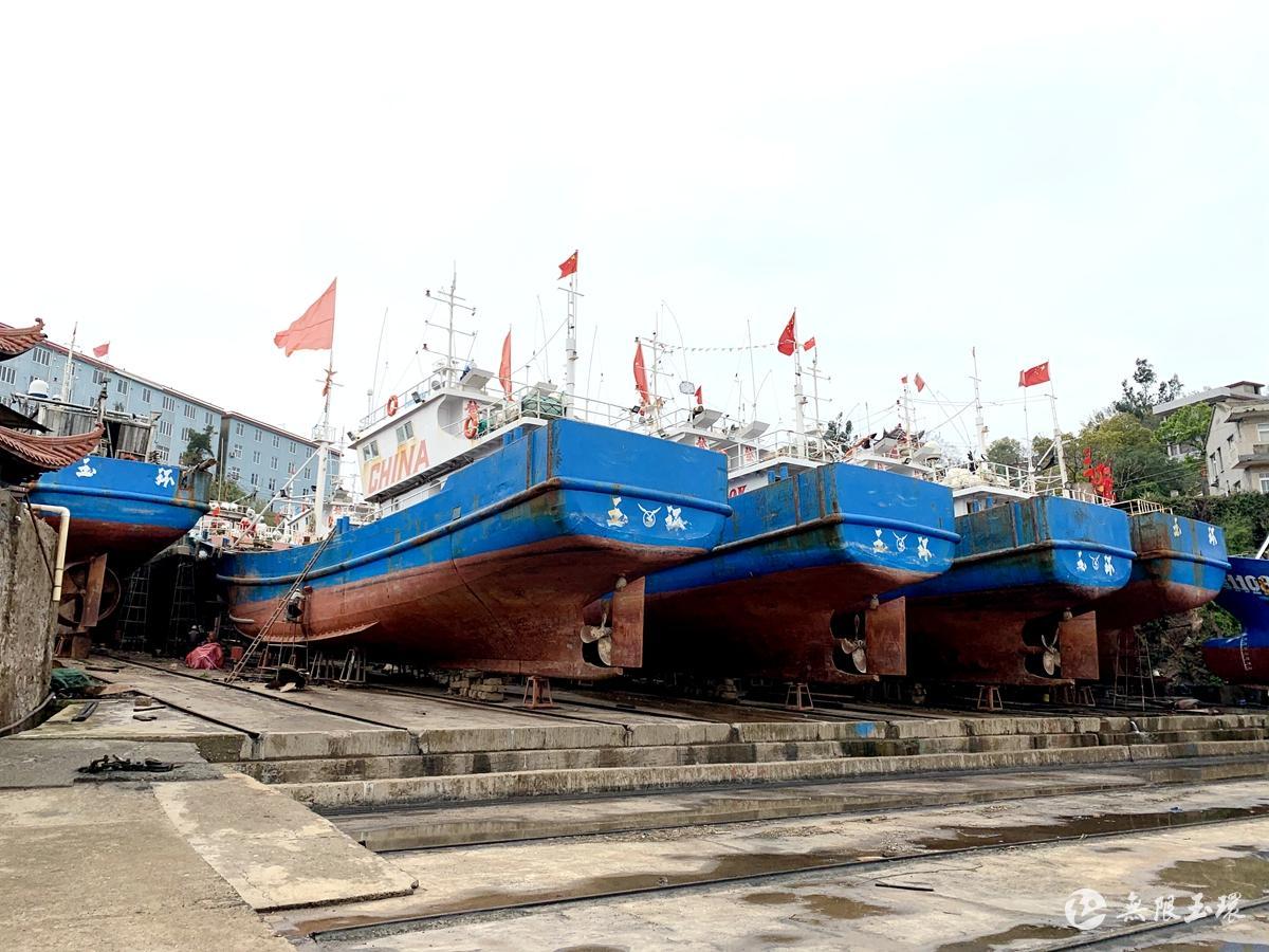 """玉环:渔船忙""""体检"""" 备战捕鳗季"""