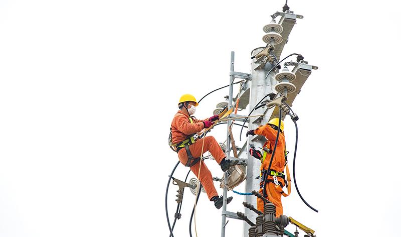 """输电线路""""上改下""""助力城市发展"""