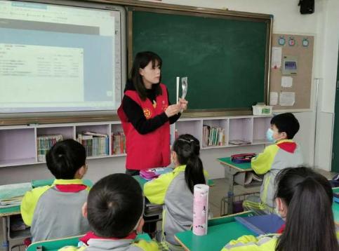 """嘉兴这所小学的开学第一课 从""""公勺公筷""""讲起"""