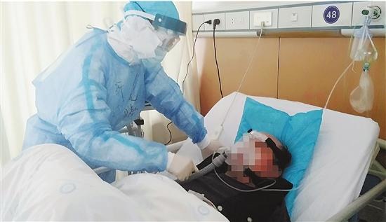 """援鄂医师周晓曦:""""我用心记住了战友的面容"""""""
