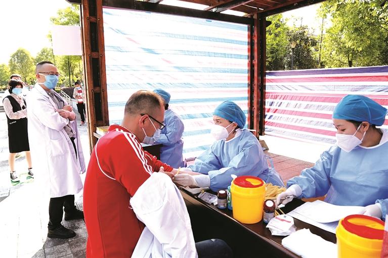 市卫生健康局组织全市医疗机构工作人员进行新冠病毒核酸和抗体免费检测