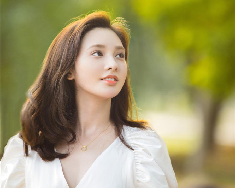彭小苒 清新白裙治愈力