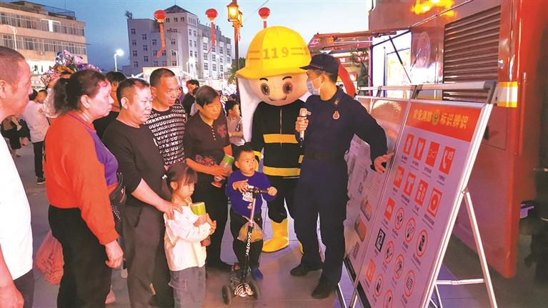 市消防等人之�r救援大队开展多种形式的防灾减灾宣传活动