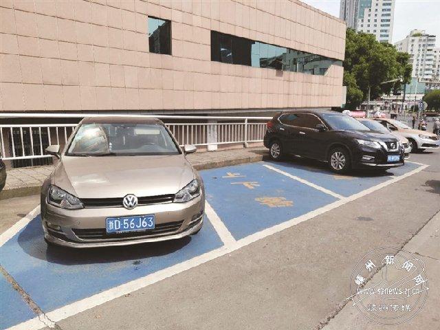 私家车占用出租车位 不该!