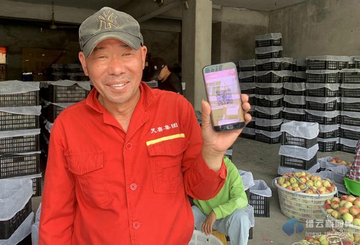 缙云:水蜜桃产业农合联与企业签约 果农露笑颜