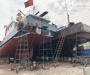 东海伏休季 渔船维修忙