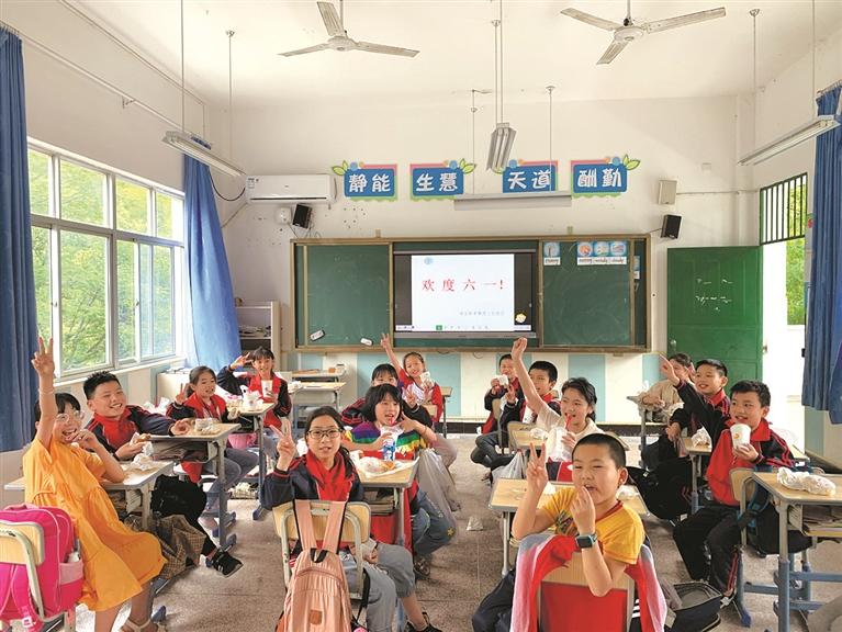 """兰巨乡各小学、幼儿园开展了""""庆六一""""系列活动"""