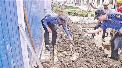 私拆水表违规接水管一房产工地涉嫌盗水-安吉资讯网