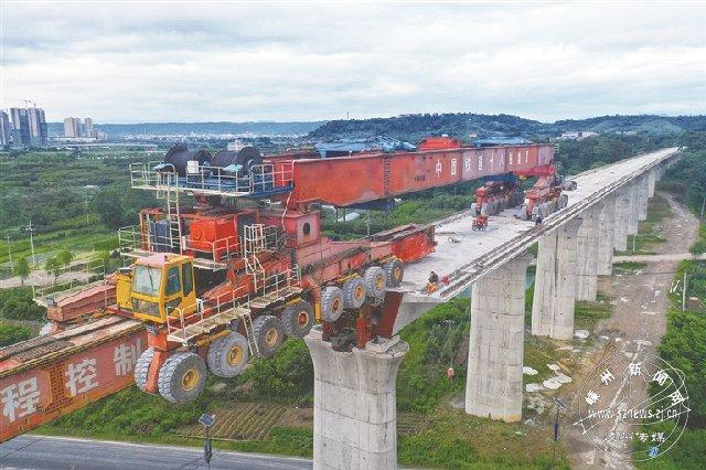 杭绍台近800吨榀箱梁上桥
