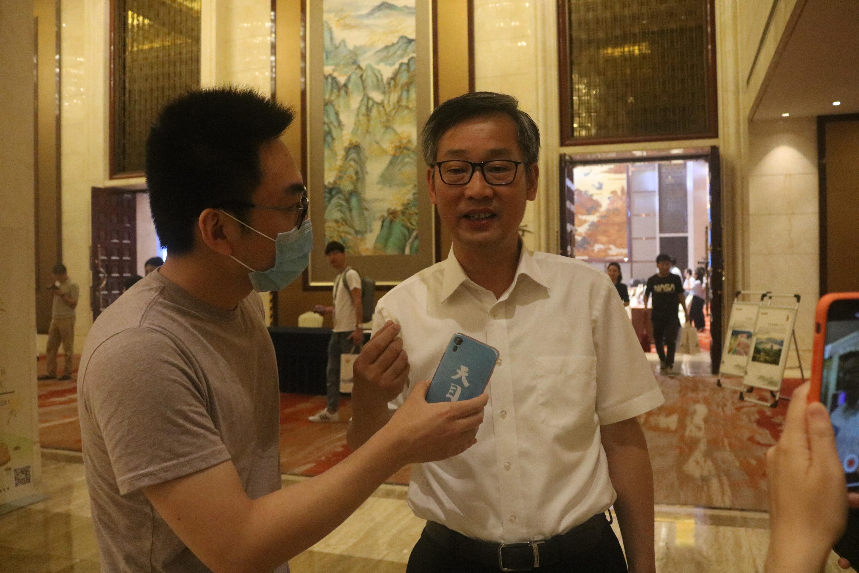 天目记者采访浙江省民政厅厅长王剑侯