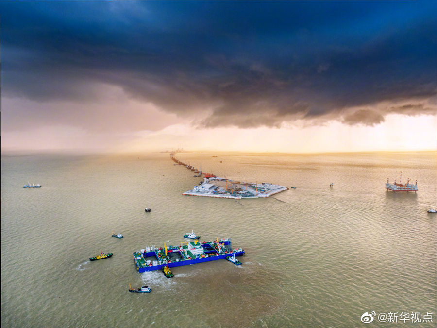 粤港澳大湾区超级工程完成首节沉管海底对接