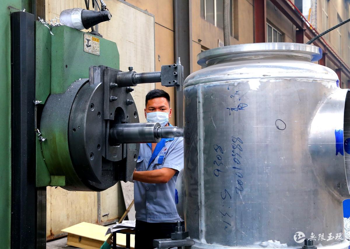 干江:连续高温 电力设施配件企业赶单忙