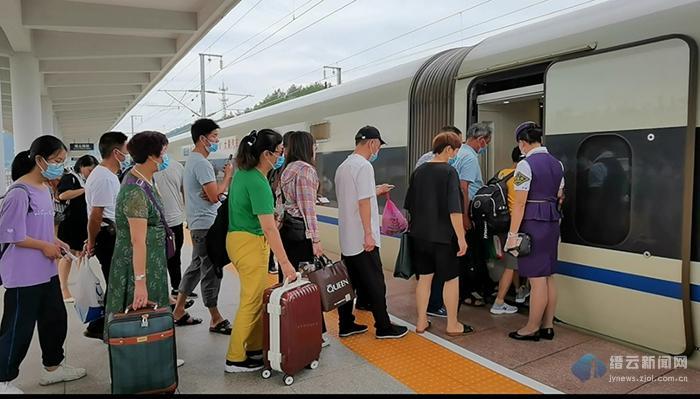 端午小长假 缙云西站共有序发送旅客9000余人