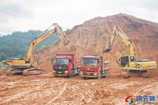 县人民医院迁建工程进入土石方平整阶段