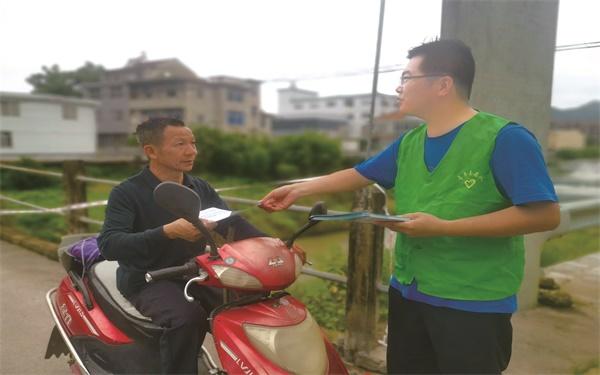 东塍镇团委、志愿服务队组织志愿者巡查开展治水护河宣传