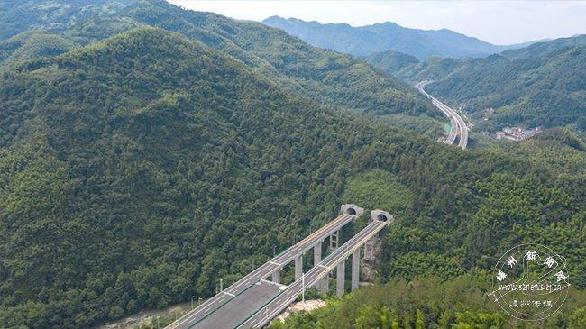 杭绍台高速公路鉴湖枢纽至镜岭(十九峰)段昨起正式通车