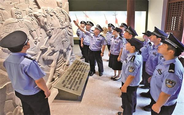江南派出所组织民辅警党员来到台州府城廉政教育基地学习