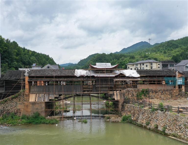 小梅镇孙坑村双溪桥保护修缮工程正在实施中
