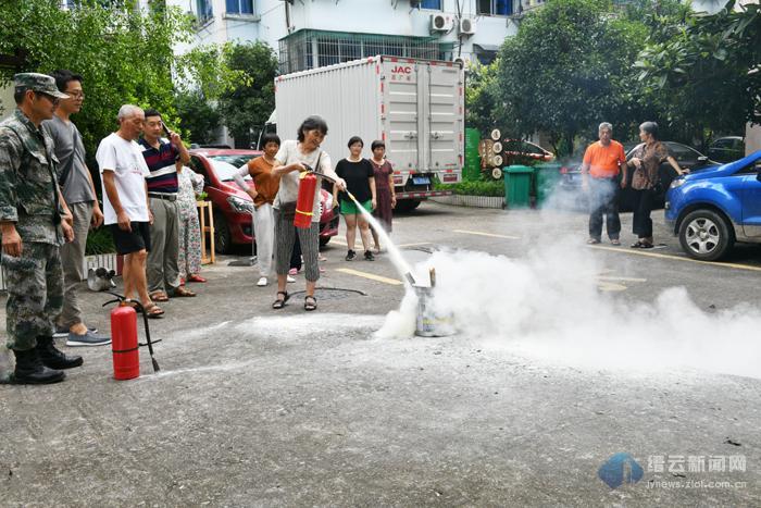 消防演练 提高居民消防意识