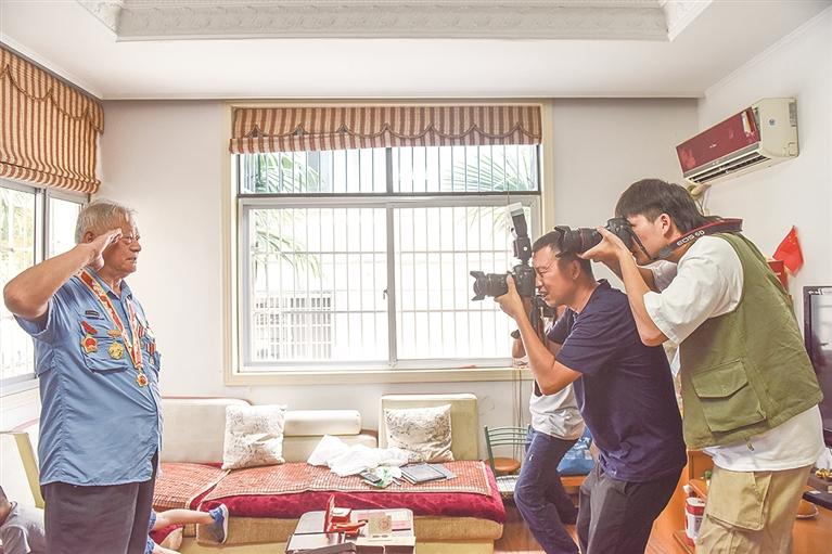 市退役军人事务局和市摄影家协会近日联合开展为抗美援朝老战士采集影像的公益活动