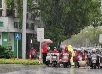"""我市这片""""红""""在风雨中坚守"""