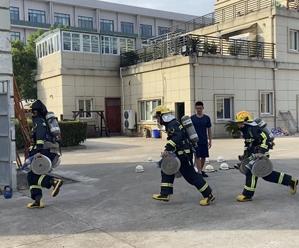 """""""战高温""""专栏 消防员:训练多流汗 战时少流血"""