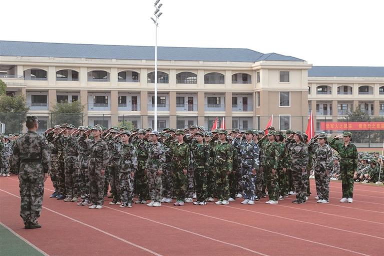 龙泉浙大中学组织高一新生�开展为期一周的入学军训