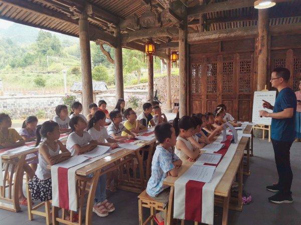 浙江百名志愿者走進鄉村 為未成年人開設美育課堂