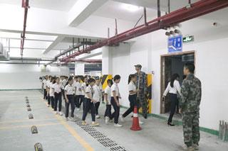 加强国防教育 增强防护能力