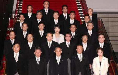 菅义伟携新内阁首次亮相!一文了解所有成员