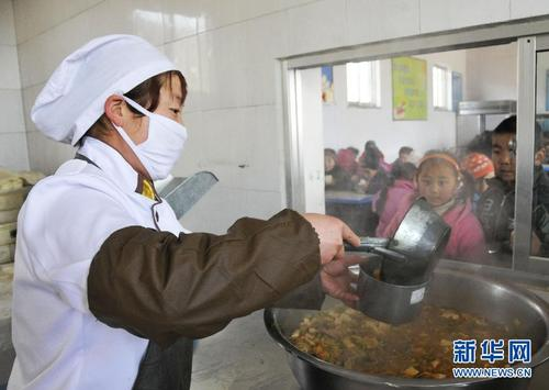 营养改善计划实施10年 4000万农村娃吃上了营养餐