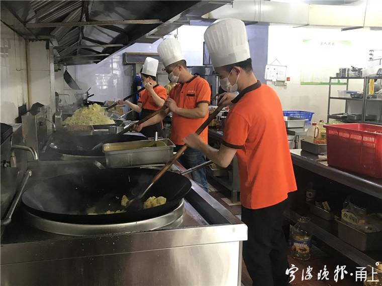 """寧波餐廳推出""""光盤送文明就餐券"""" 顧客頻頻點贊"""