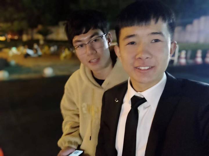 這位杭州大學生跪地救人受贊揚 但他更希望人人都能做到這兩件事