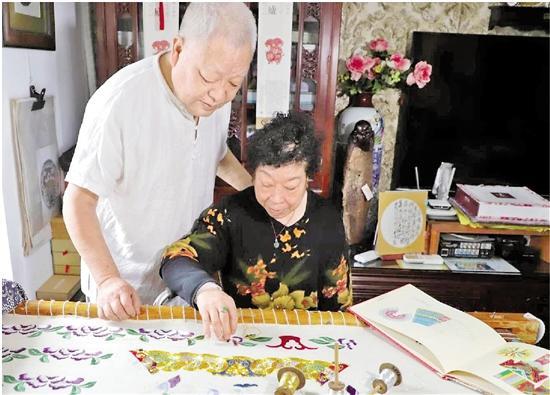 """婺剧戏服传统文化 这对七旬老夫妻""""玩""""出新花样"""