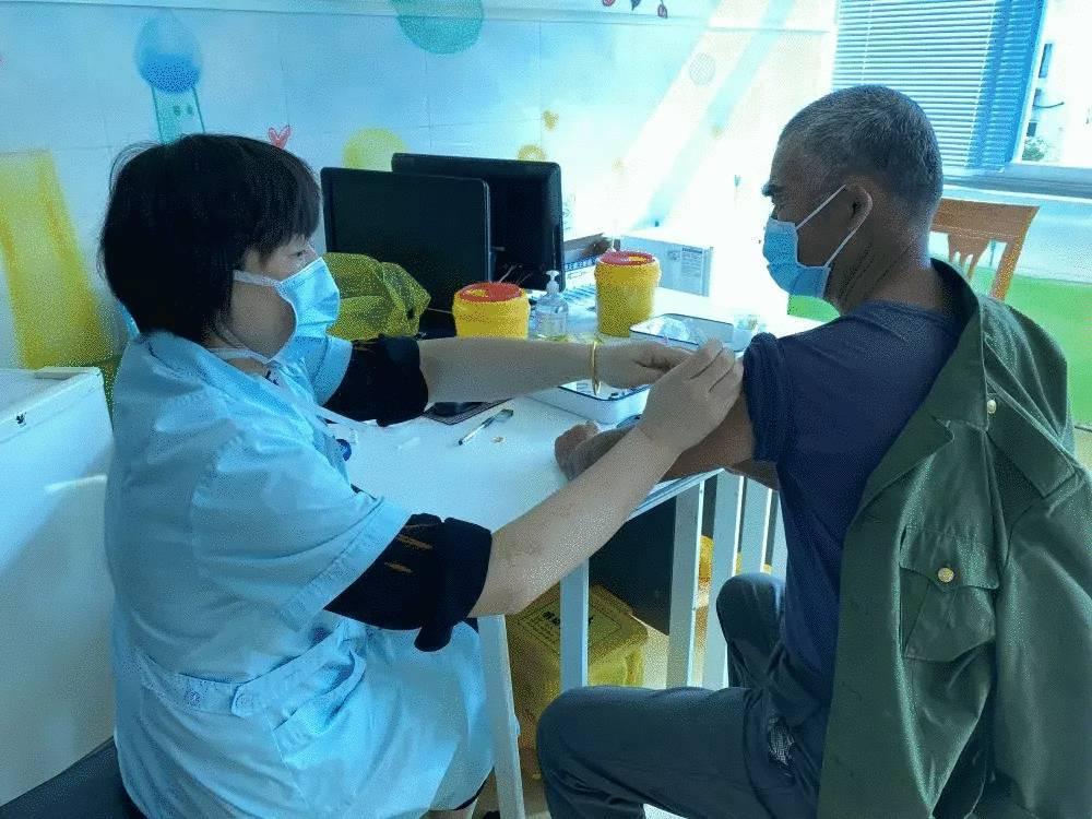 我市为70周岁以上老人免费接种流感疫苗