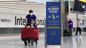 """英国机场开通""""一小时新冠检测""""服务"""