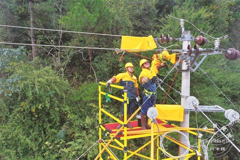 不停电作业助力甬金铁路建设