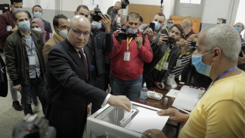 阿尔及利亚就宪法修正案举行全民公决