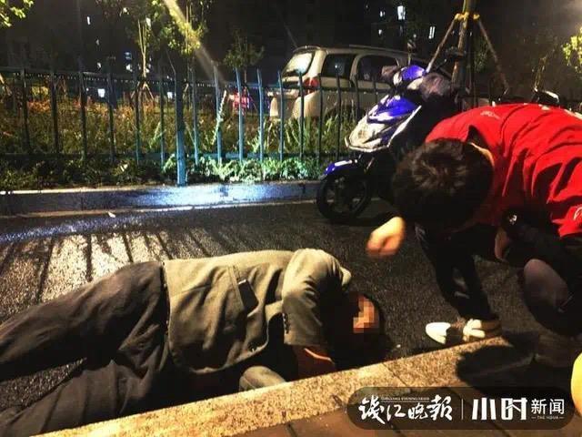 """""""红衣小哥""""救了个人 发朋友圈感叹:杭州交警太厉害"""