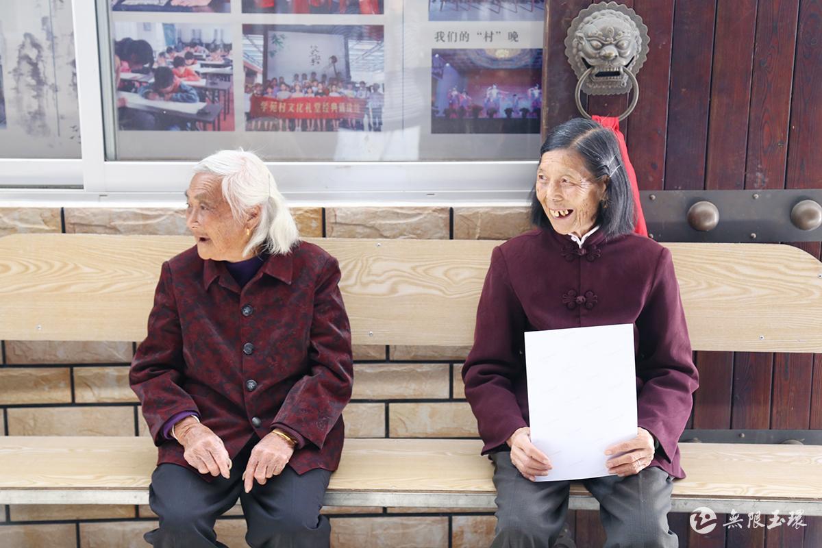 """新时代文明实践丨清港:为老人留住""""美好瞬间"""""""