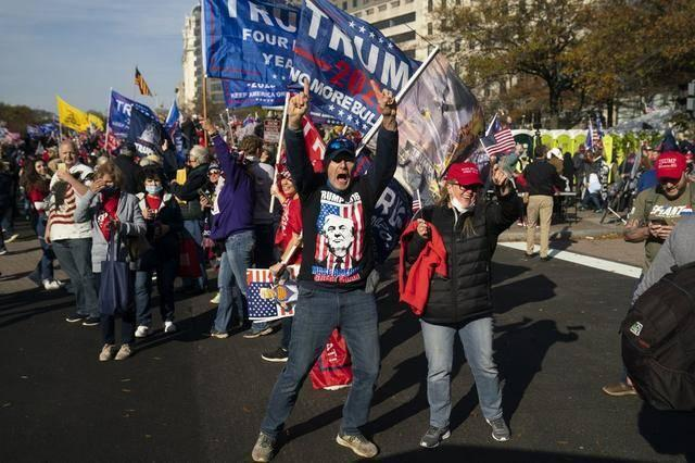"""美式民主的黑洞:""""顶流""""特朗普和他的""""饭圈"""""""